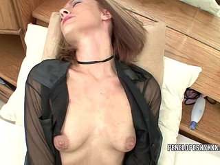 Blonde hottie Penelope Sky plays with her pussy