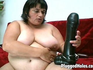 Curvy woman fucking a big bottle