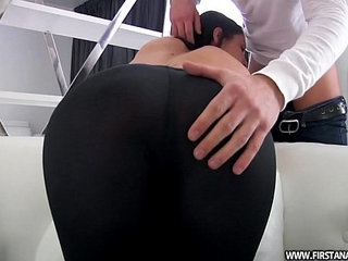 BUTT PORN WITH A SEXY RUSSIAN TEEN IN TIGHT LEGGINGS